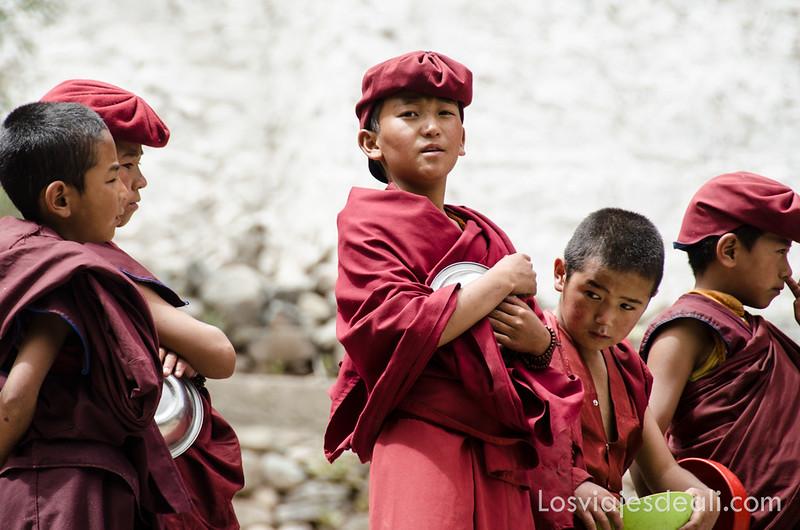 valle del indo monjes budistas niños