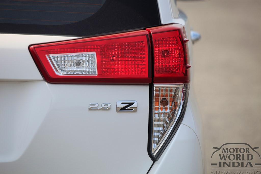 Toyota-Innova-Crysta-Taillight (2)