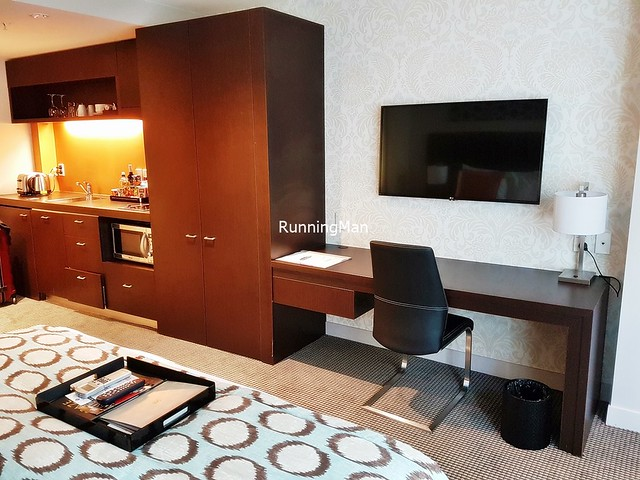 Rydges Hotel 04 - Living Room & Kitchenette