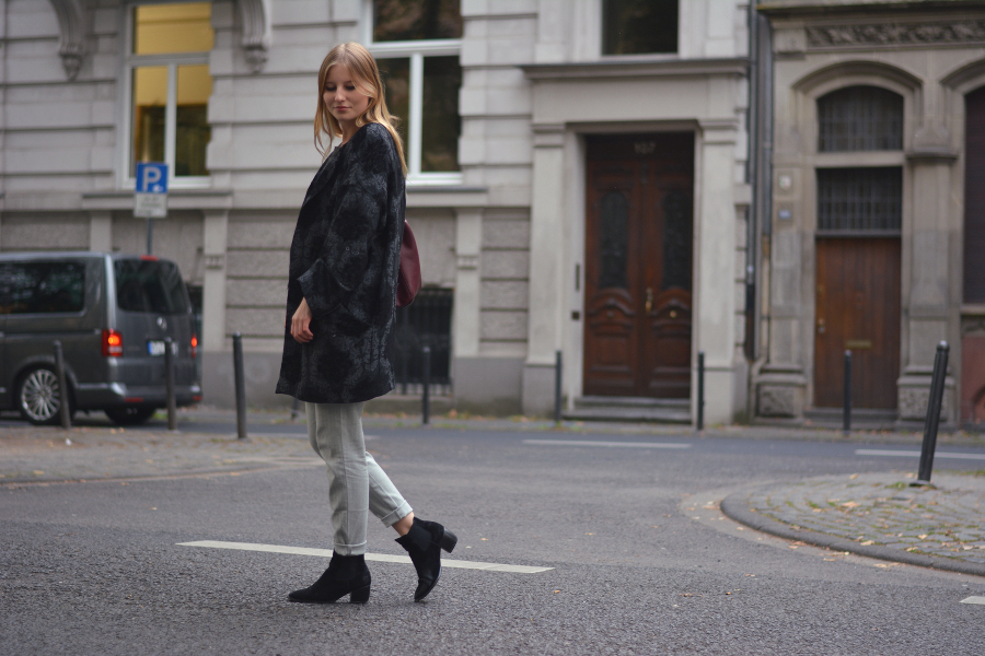 outfit streetstyle blog cologne grey glamorous pants boots asos zara jacket bag