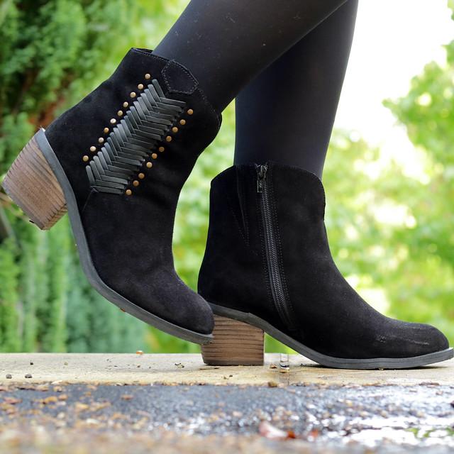 prettygreentea black boots