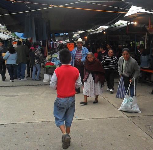Con básculas evitarán robo hormiga en tianguis de La Ceiba