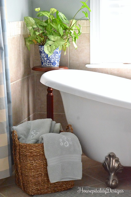 Master Bathroom - Basket w/towels - Clawfoot Tub - Housepitality Designs
