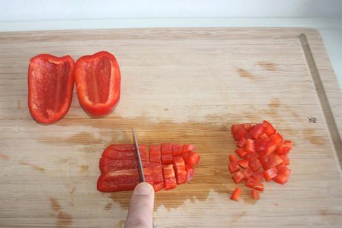 22 - Paprika würfeln / Dice bell pepper