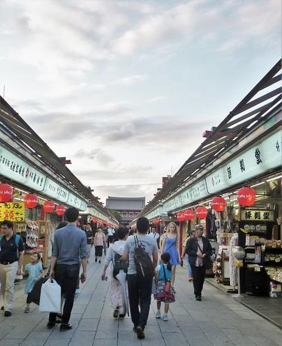 jp16-Tokyo-Asakusa-Arcades (3)