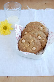 White chocolate butterscotch cookies / Cookies de butterscotch e chocolate branco | by Patricia Scarpin