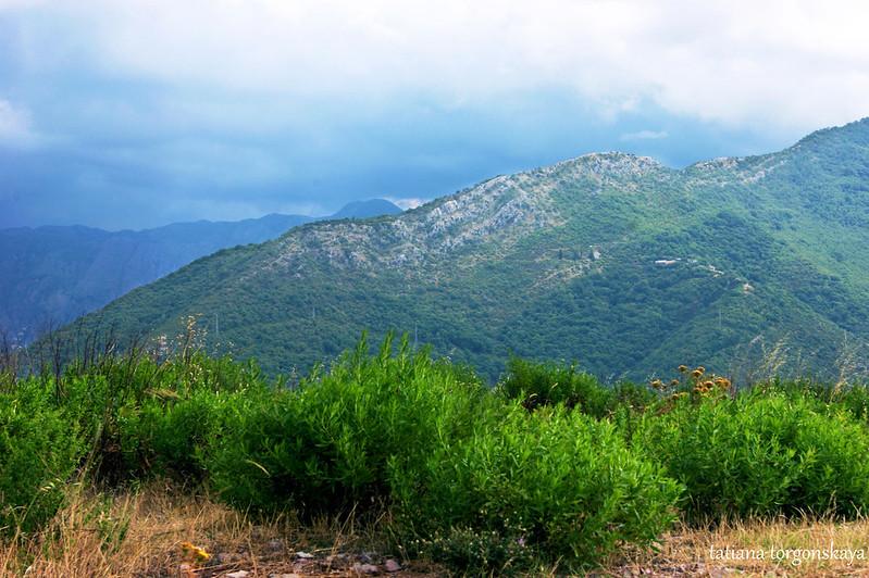 Пейзаж в горах над Каменари