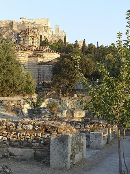 acropole, église et ruines
