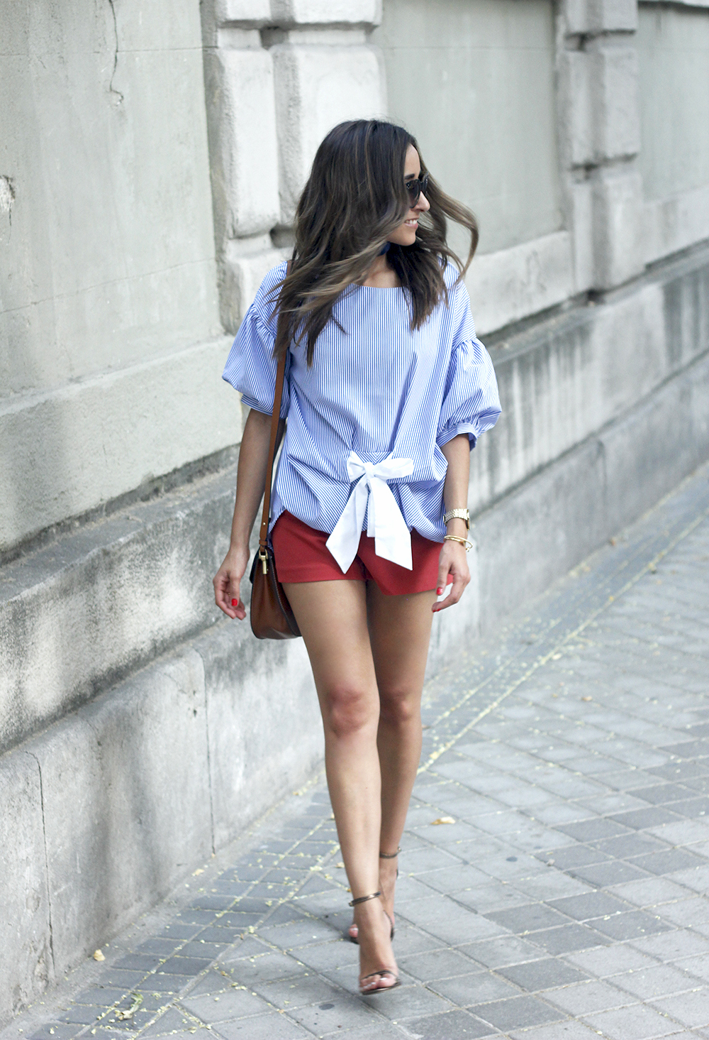 striped blouse bow shorts sunnies summer outfit heels accessories brown bag13