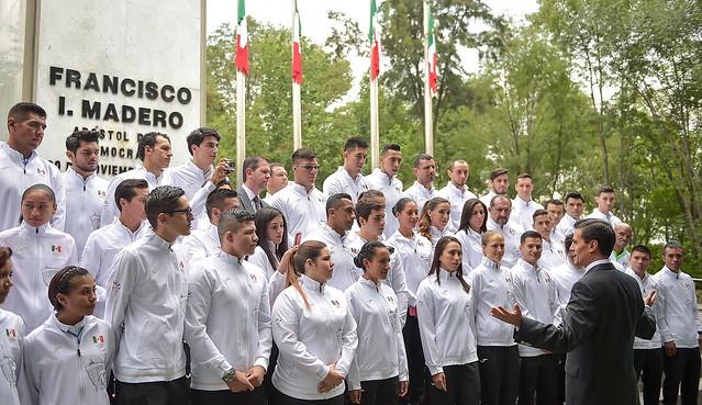 Enrique Peña Nieto abandera a los atletas que estarán en Juegos Olímpicos 2016