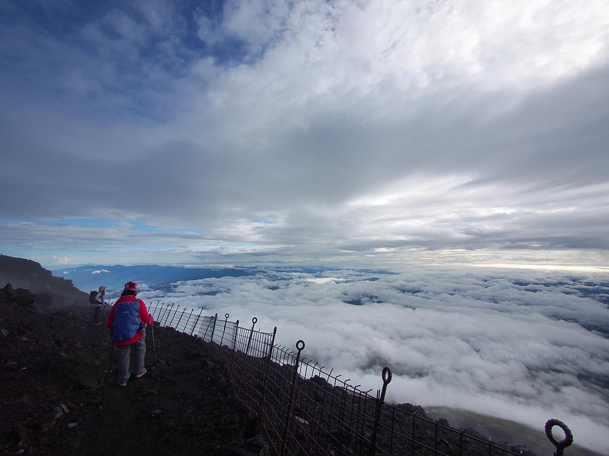 富士山頂的雲海