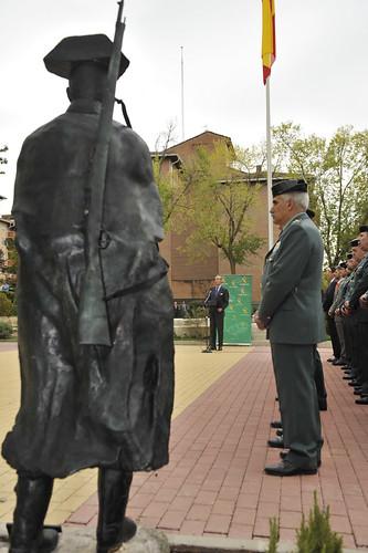 La comandancia de madrid recibe una estatua en homenaje al for Ministerio del interior guardia civil