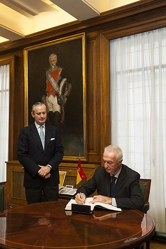 El director general de la guardia civil recibe la visita d for Ministerio del interior guardia civil