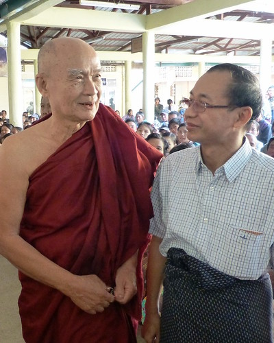 Dr Sa J Lwin with the chief abbot of Myantaung Monastery, Sayadaw Wimala (1024x1280)