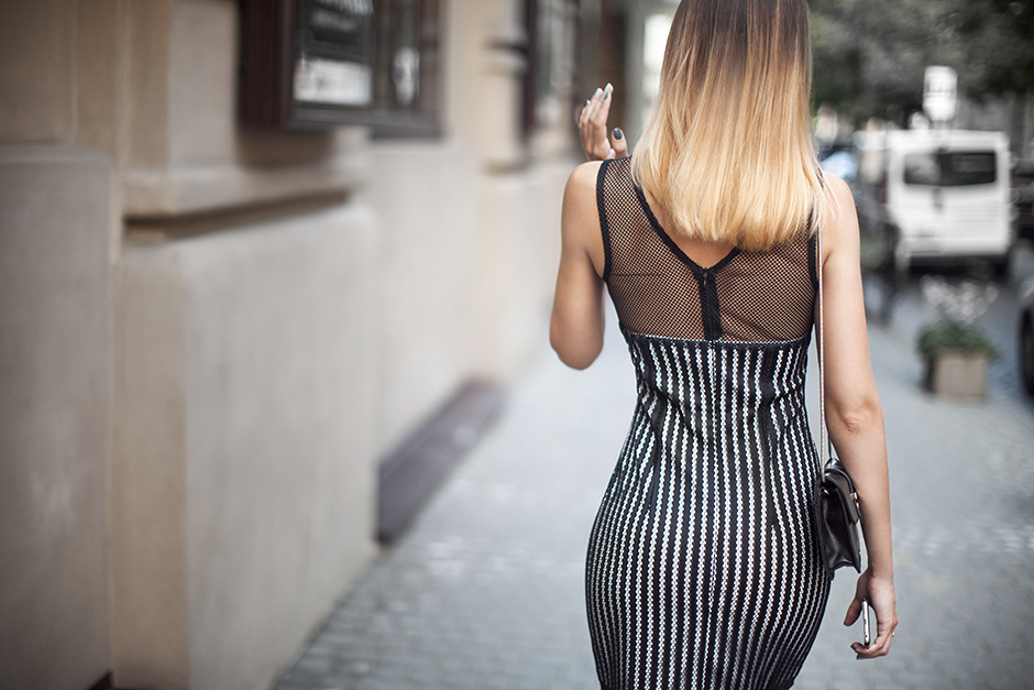 how-to-wear-a-bodycon-mesh-dress-outfit