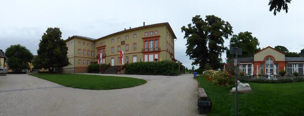 Herrnsheimer Schloss mit Schlosscafé
