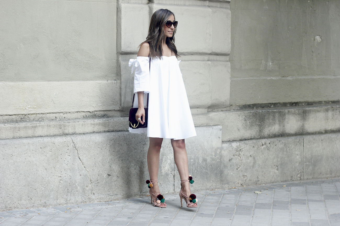 white off the shoulders dress sandals with pompoms burgundy uterqüe bag sunnies summer outfit05