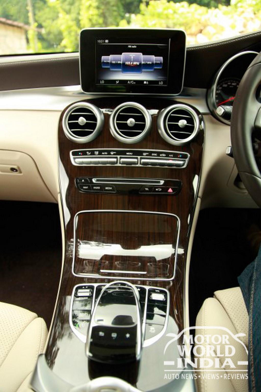 Mercedes-Benz-GLC-Interior-Dashboard (12)