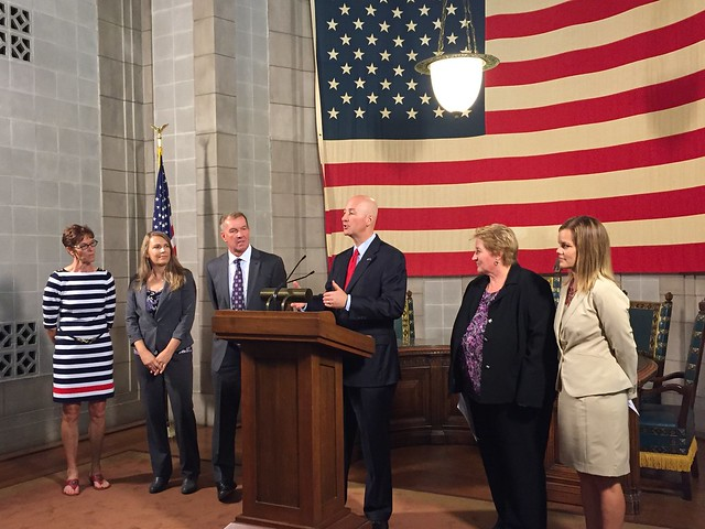 Gov. Ricketts Honors 2016 Recipients of the Governor's Wellness Award - 8/29/2016