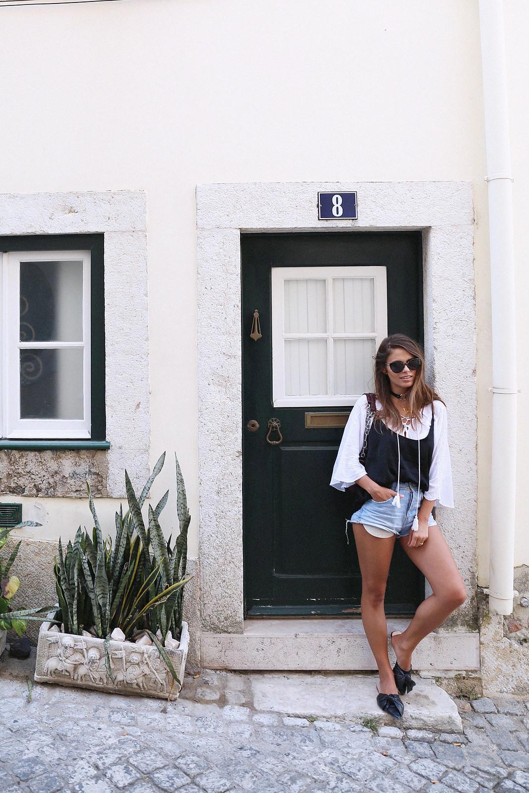 Jessie Chanes Seams for a desire Lisboa Parfois Black Lace Top-17