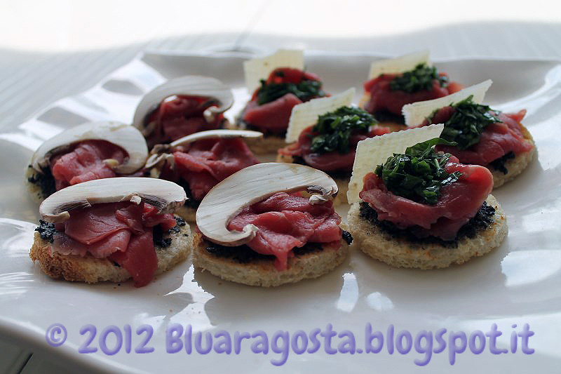 06-crostini con carpaccio