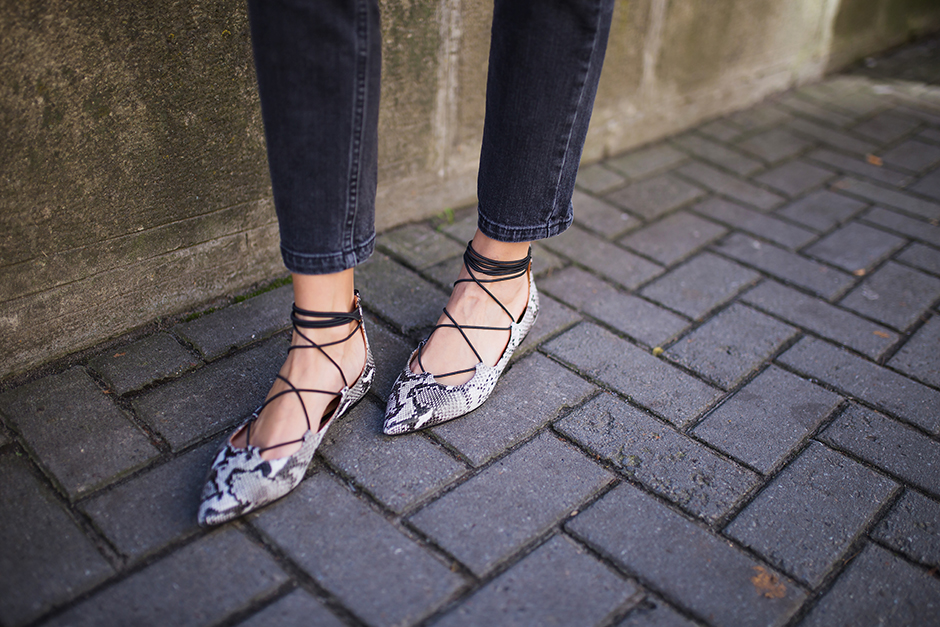 snake-skin-print-flats-lace-up-pointed-toe