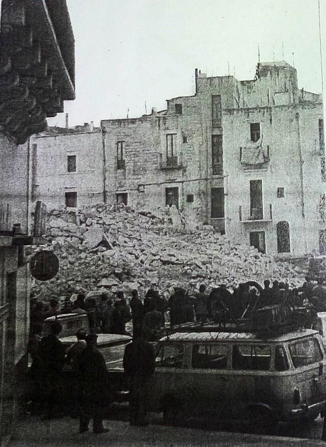 Noicattaro. Demolizioni centro storico intero