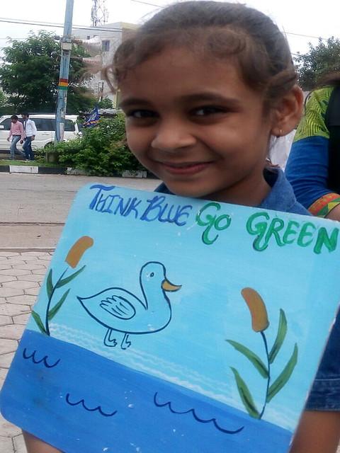 तालाब के लिये बच्चियों ने भी साथ दिया