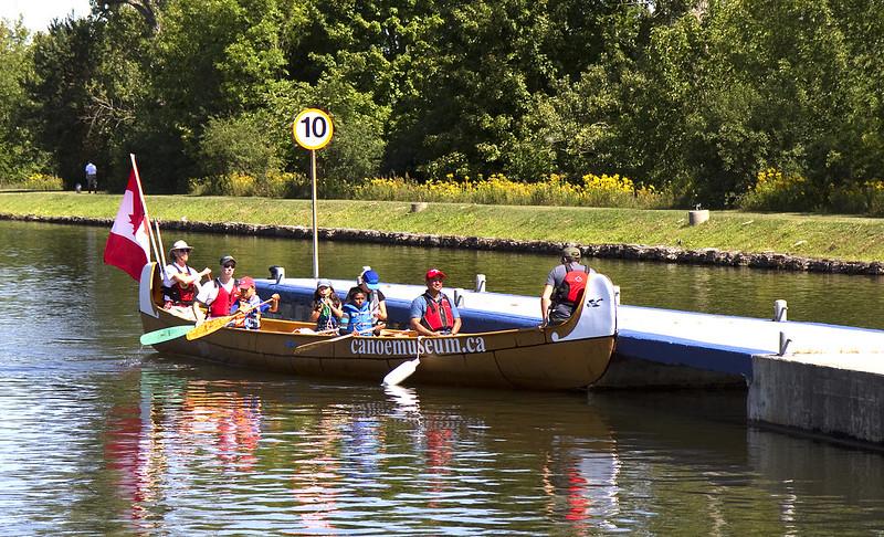 canoe wait a minute