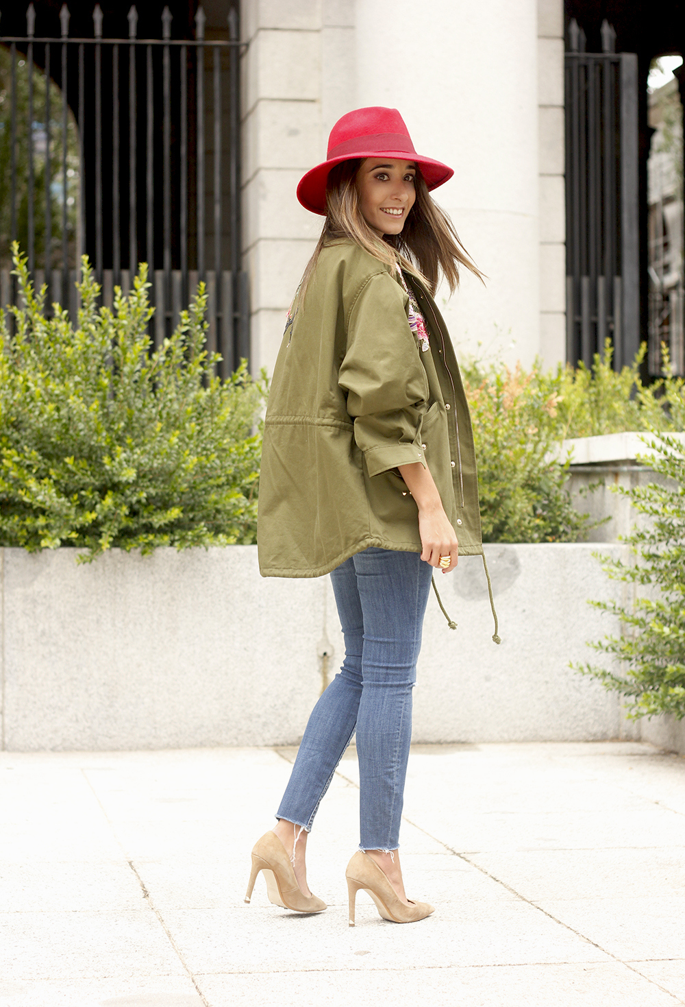 Green Parka Jeans nude heels red uterqüe hat style fashion15