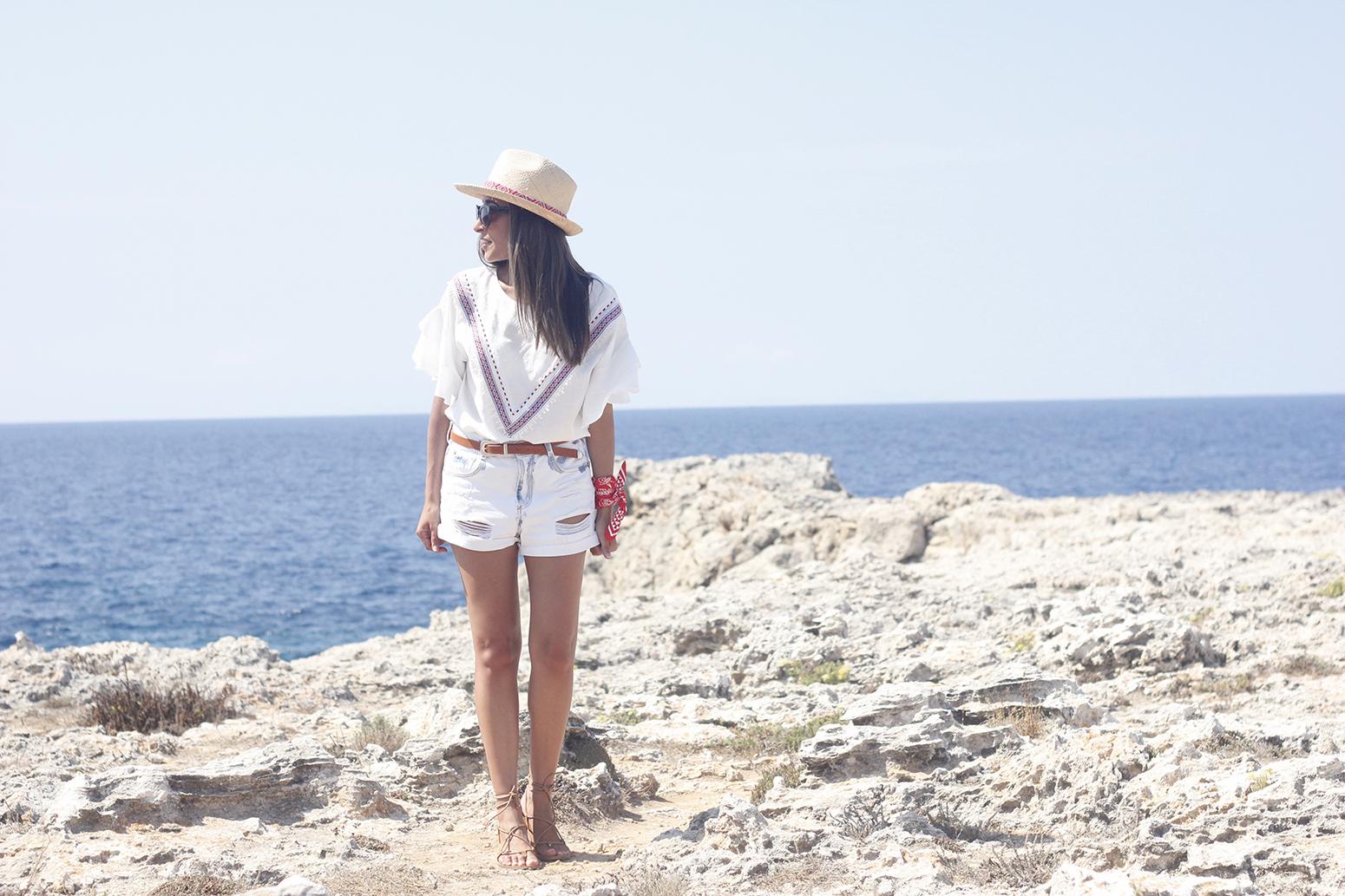 White Summer look bandana beach outfit03