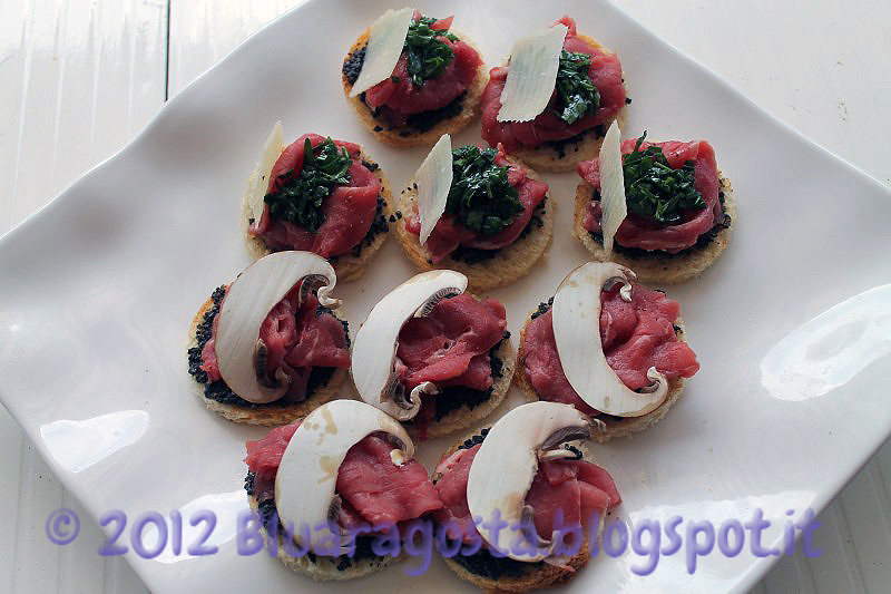 04-crostini con carpaccio