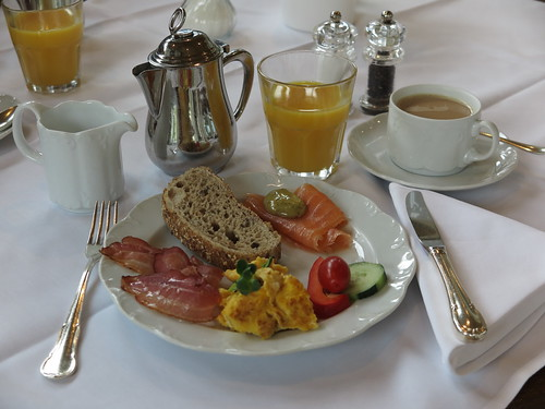 Rührei, Speck und Lachs (vom Frühstücksbuffet im Hotel Schatzmann, Triesen, Liechtenstein)