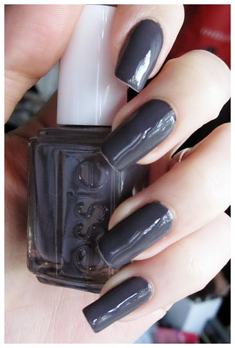 369_Essie_Smokin-2527_Hot2