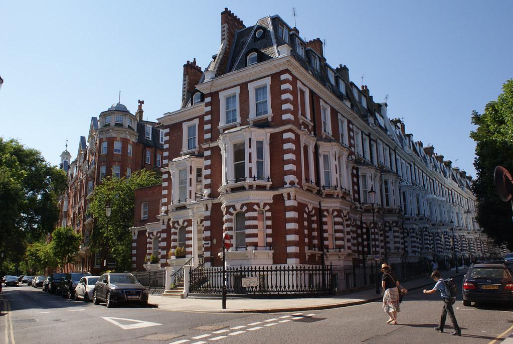 Belles maisons en brique du quartier de Kensington à l'ouest de Londres.