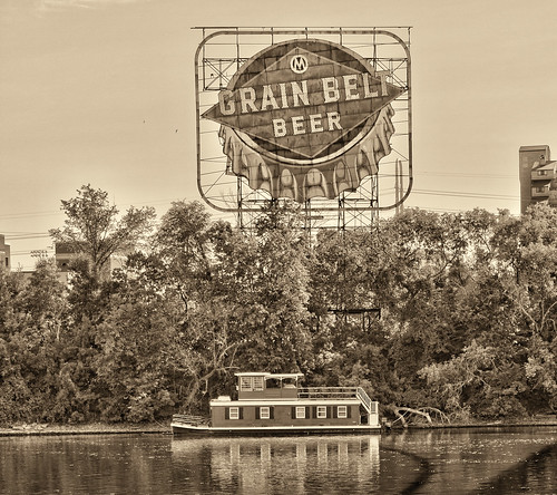 Red Houseboat and Beer Sign | by Photomatt28
