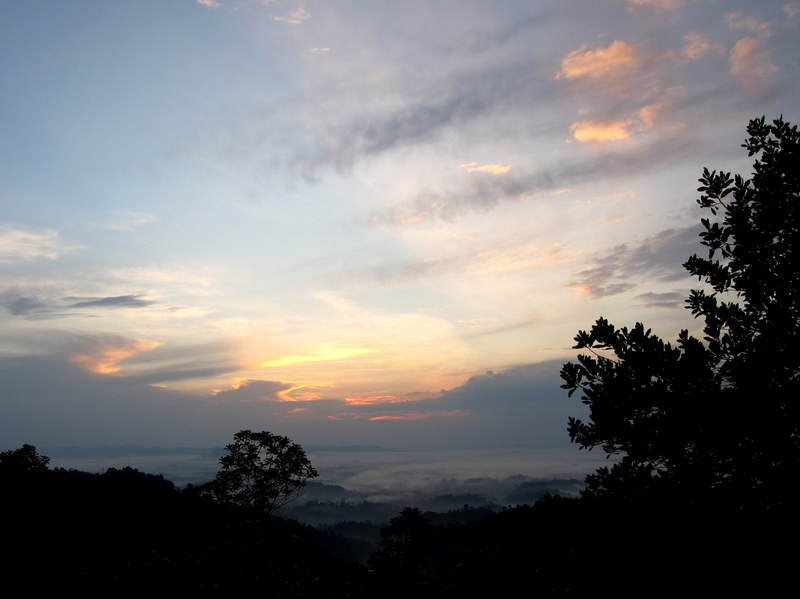 Bukit Panorama, Sungai Lembing - 04 peeking sun