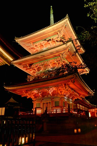 Kiyomizu-Dera with lightened up in summer night (Kyoto) / 夏の夜の清水寺(京都) | by Kaoru Honda