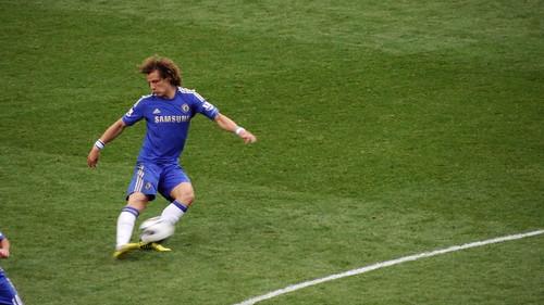 David Luiz playing the ball forward