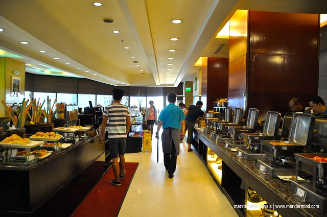 Breakfast Buffet at Fab Restaurant Holiday Inn Galleria