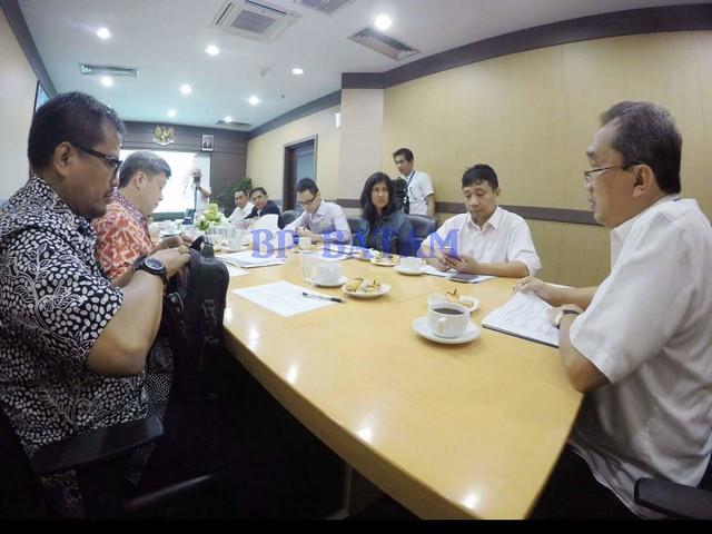 Mr. Micheal Goutama Vice Chairman Kadin Singapura (batik merah). Sementara hadir delegasi EDB Singapura, Ms Jayashree Sadanandan Director International Policy (jaket biru dongker), duduk disamping Direktur Promosi dan Humas Purnomo Andiantono.