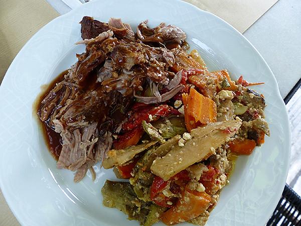 cochon grillé et légumes rôtis à la feta