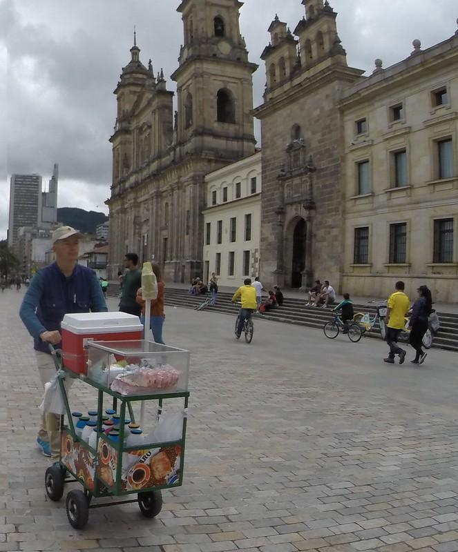 La Plaza de Bolívar y sus maravillosos personajes