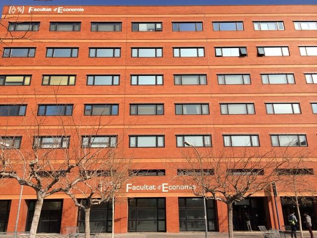 Aluna de Comércio Exterior fez intercâmbio na Espanha