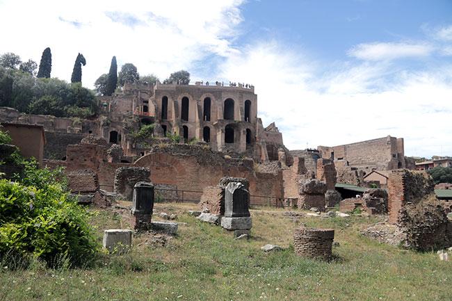 RomanForum9