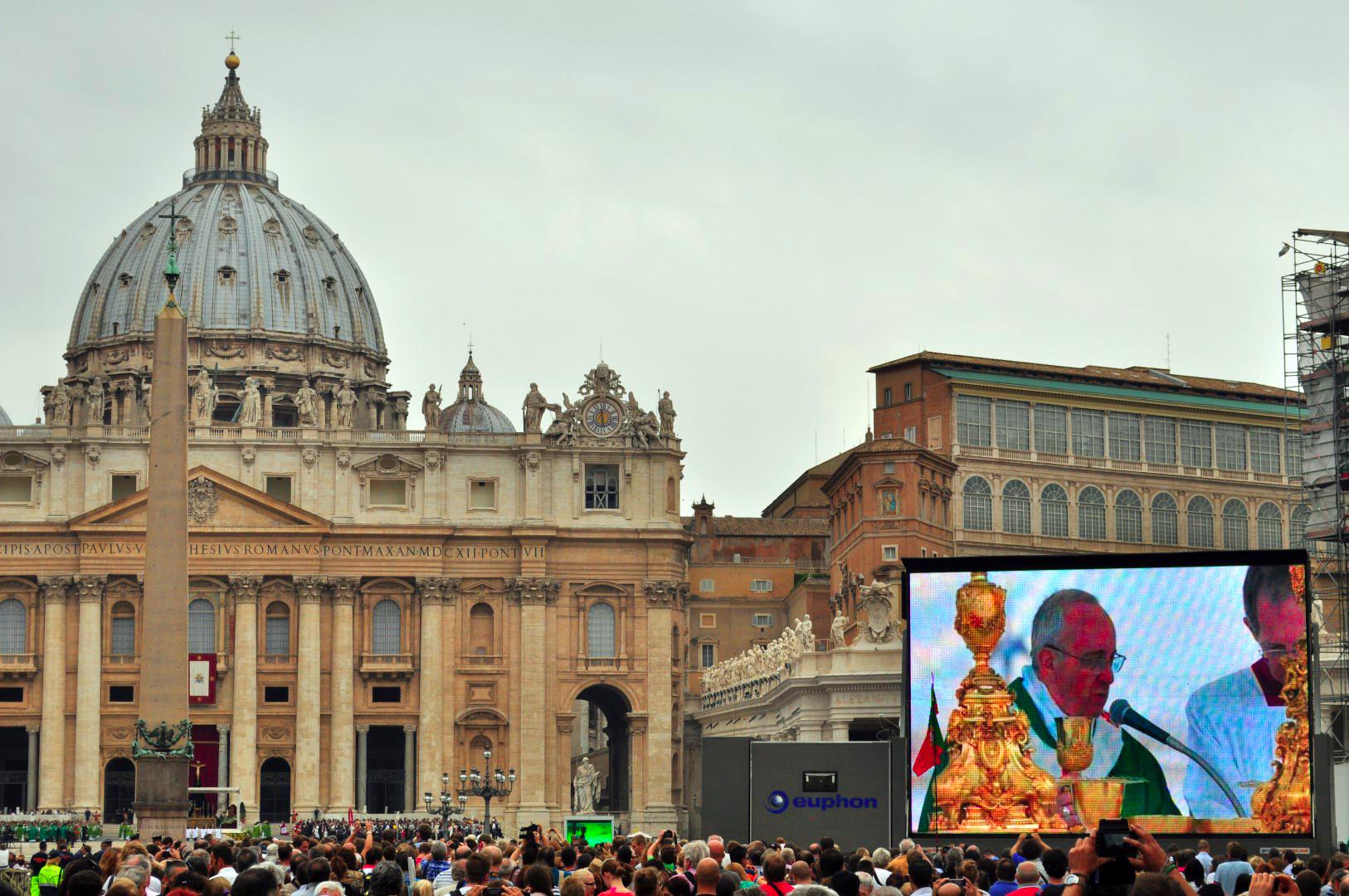 Ropa en el Vaticano, Roma, Italia roma - 29916230596 fcd5223e0f o - 21+1 Cosas que NO hacer en Roma, Italia
