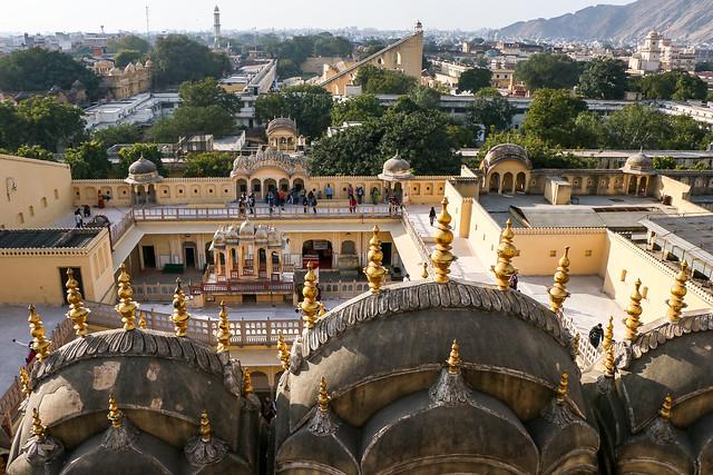 Jantar Mantar monument view from Hawa Mahal (Palace of Winds), Jaipur, India ジャイプール、風の宮殿から見たジャンタル・マンタル