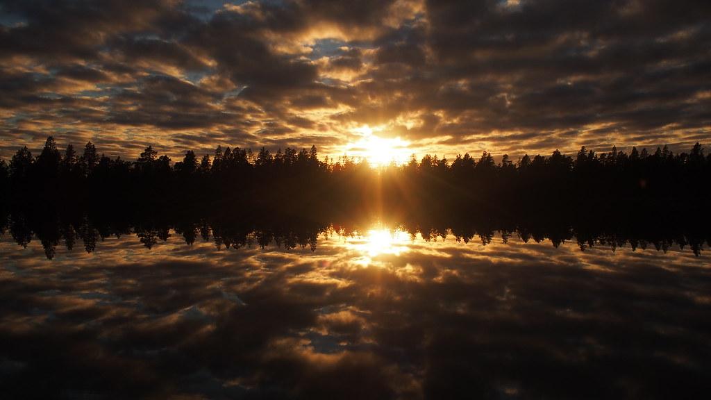 24.8. Illan värejä Vätsärissä.