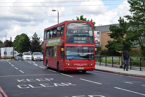 London United VLE8 on Route 57, Merton Bus Garage
