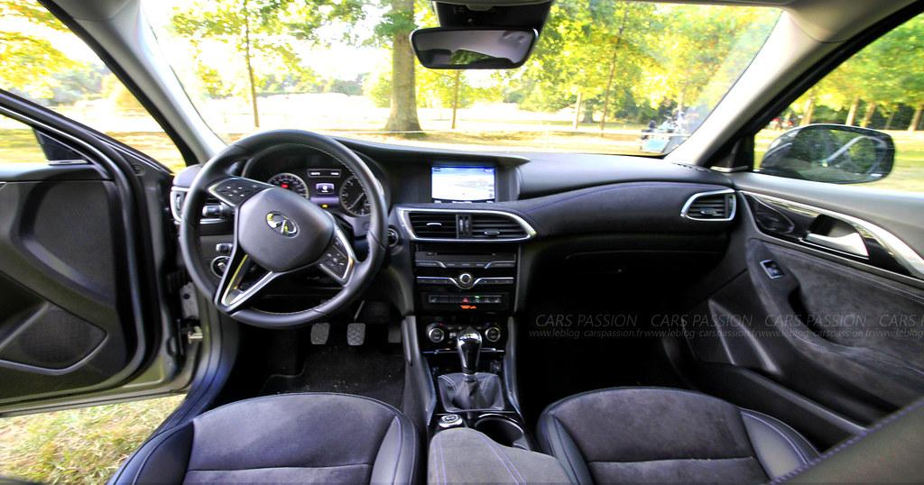 interieur-InfinitiQ30-premium-tbd3